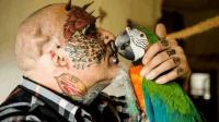 男子癡迷鸚鵡花巨資整容 不惜割掉雙耳 只為變成鸚鵡人!